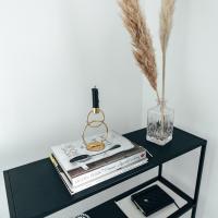 Huonekalulöytö - minimalistinen sivupöytä